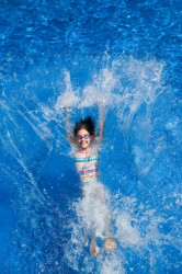 Child-falling-back-into-a-swimming-pool-iStock-000013685507XSmall_thumb
