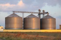 Grain-bins-iStock-000017669207XSmall_thumb