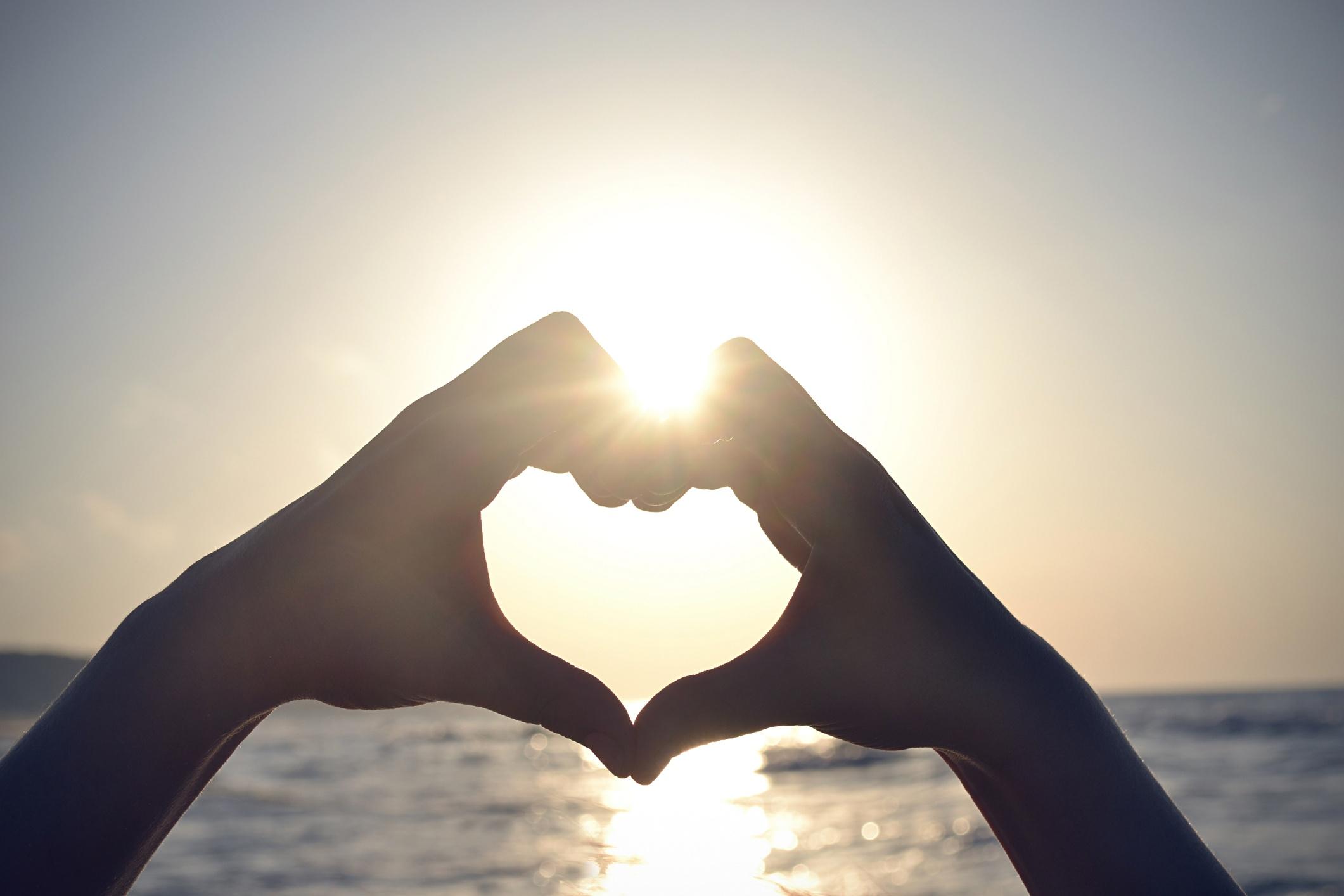Heart-Hands-ThinkstockPhotos-476023883.jpg